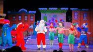 Universal studios singapore 2014 sesame street saves christmas 6