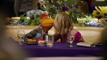 TheMuppets-S01E08-Kiss-Scooter&ChelseaHandler
