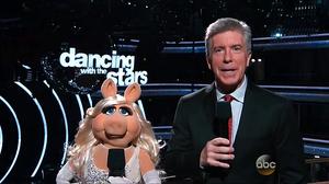 DancingWithTheStars-PiggyHosting-(2015-09-28)