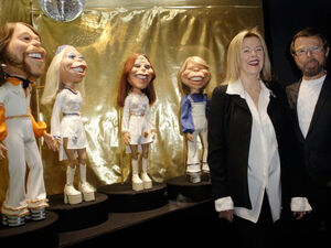 ABBA-HensonPuppets-with-Frida-and-Bjoern