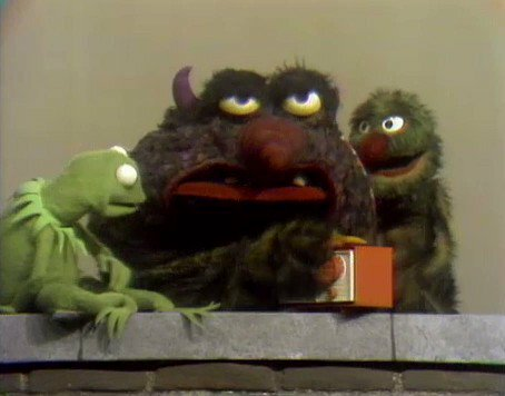 File:Kermit'sradioBigV.jpg