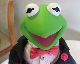 Presents hamilton gifts kermit tuxedo doll