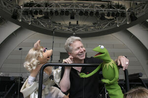 John-Mauceri-Miss-Piggy-and-Kermit-2006-09-15