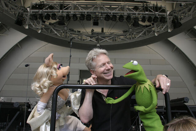 File:John-Mauceri-Miss-Piggy-and-Kermit-2006-09-15.jpg