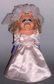 Miss piggy fantasy doll wedding day