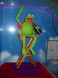Exhibit-JimHensonPuppeteer-Kermit02