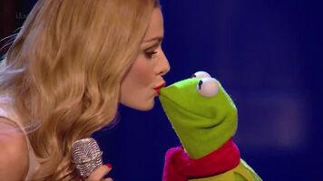 Kiss Katherine Jenkins and Kermit