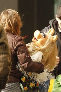 Piggy-Scooter-BTS-Muppets