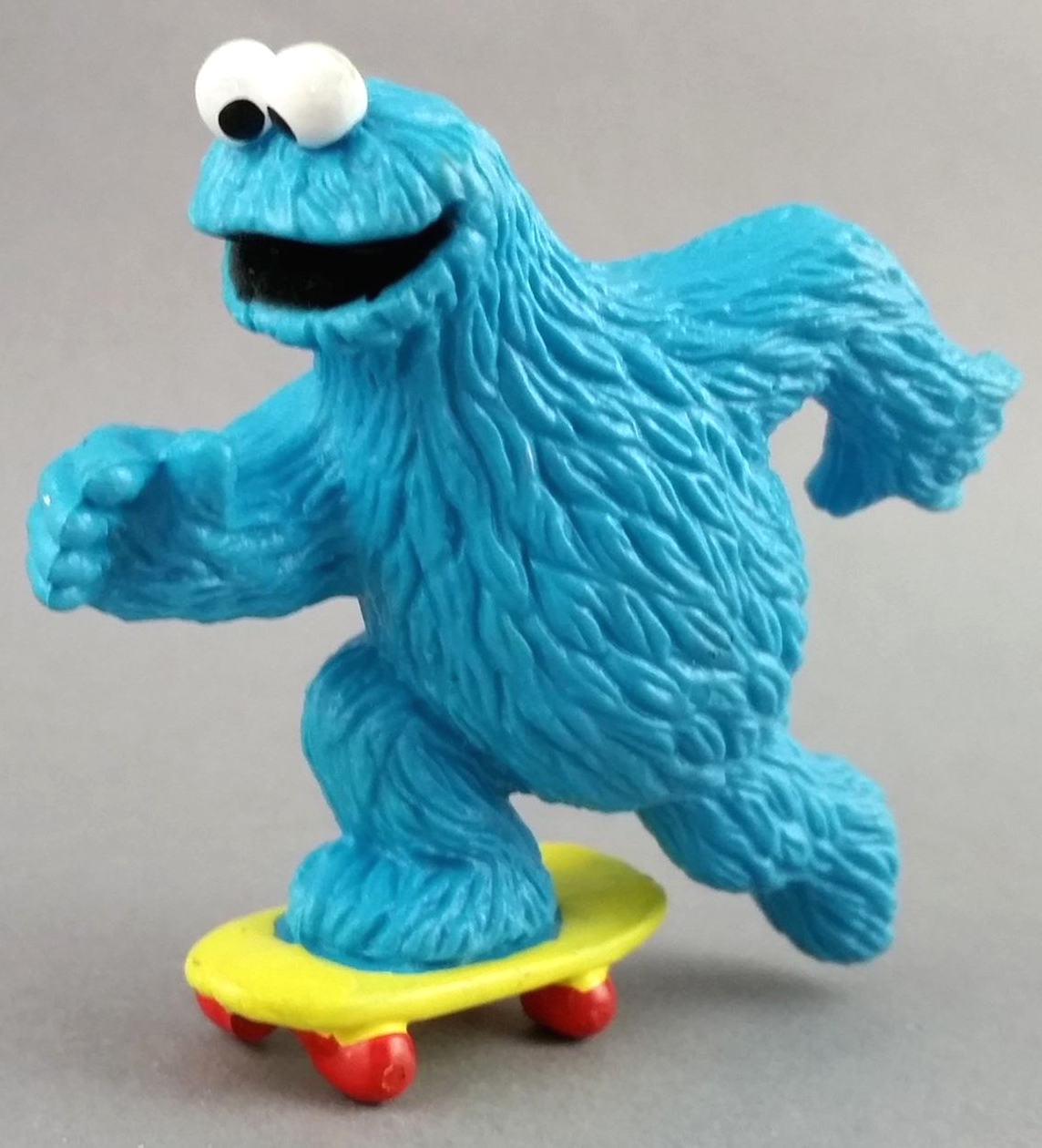 File:ApplauseCookieSkateboard.jpg