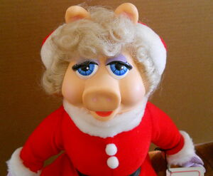 Presents 1990 miss piggy christmas doll 2