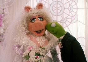 TMTM-WeddingKiss