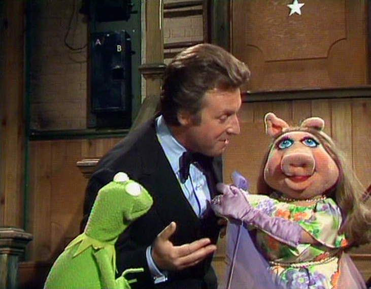 File:Alexander flirting with Miss Piggy.JPG