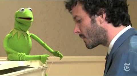 """Bret McKenzie and Kermit the Frog sing """"Life's a Happy Song"""""""