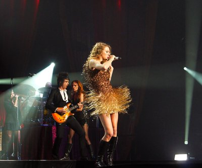 File:Taylor Swift Performs at Osaka, Japan.jpg