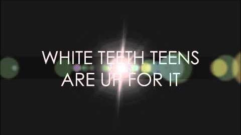 LORDE - White Teeth Teens (Lyrics on screen)