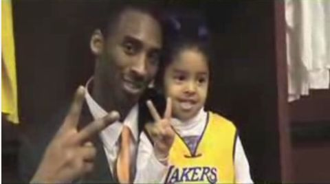File:Kobe and Natalia Bryant celebrates by putting up 2 peace signs.jpg