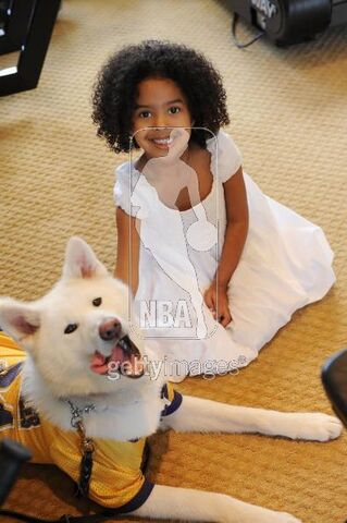 File:Natalia Bryant sits with the family dog during a photo session on March 29, 2008 at his home in Newport Beach, California.jpg