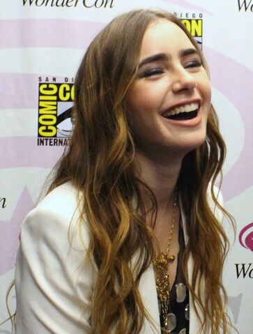 File:Lily Collins.jpg