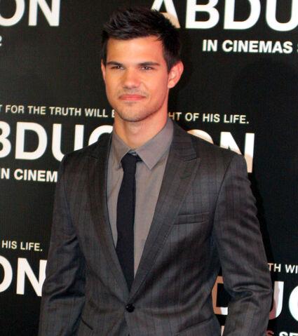 File:Taylor Lautner.jpg
