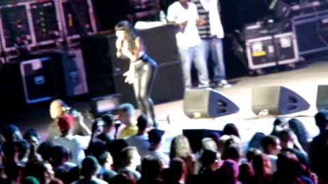 NICKI MINAJ- ITTY BITTY PIGGY & KILL DA DJ AT AMERICA'S MOST WANTED FEST. JONES BEACH,NY 8.1