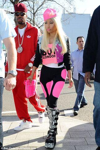 File:Nicki-Minaj-Leaves-London.jpg