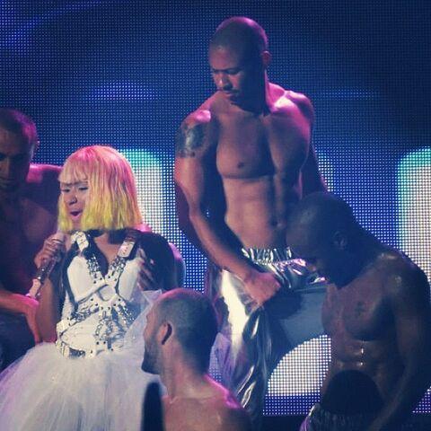 File:Nicki On Tour.jpg