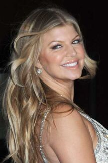 Fergie-long-messy-hairstyle-nov-08