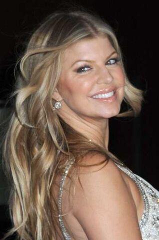 File:Fergie-long-messy-hairstyle-nov-08.jpg