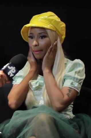 File:Rosa at SB.TV Nicki.jpg