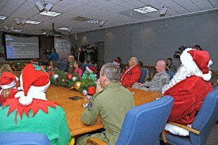 File:2009-12-16 - Santa Visited NORAD for Pre-Mission Brief.jpg