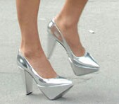 File:Victoria-beckham-silver-shoes-1.jpg