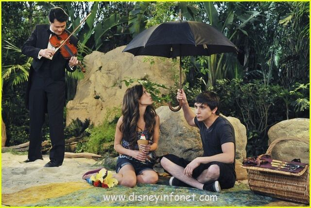 File:Mitchel-musso-kelsey-chow-do-over-07.jpg