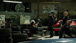 1x09 - Carter Hector's shop.png