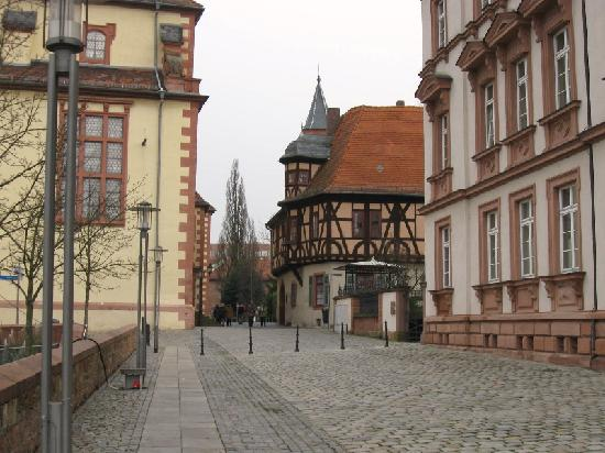 File:Street-in-altstadt-near.jpg