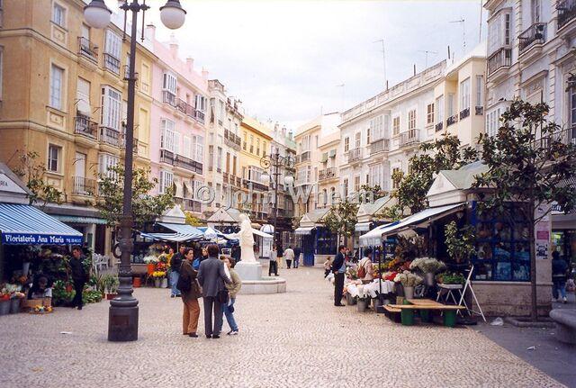 File:Beautiful street in Cadiz.jpg