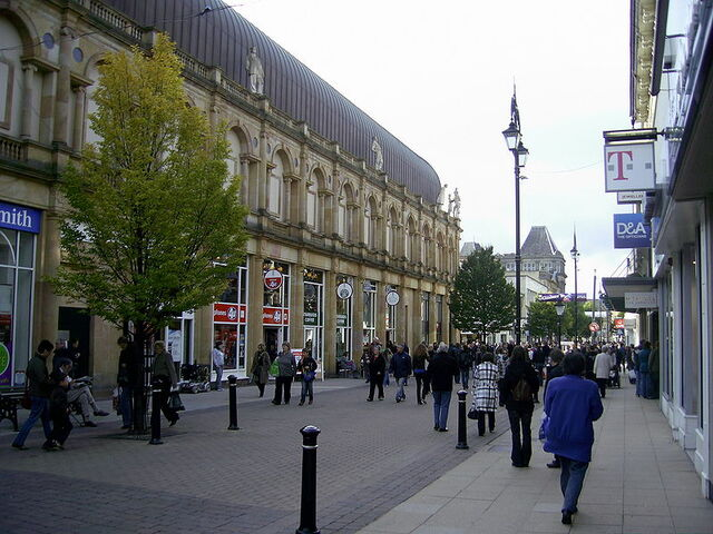 File:Cambridge Street in Harrogate.jpg