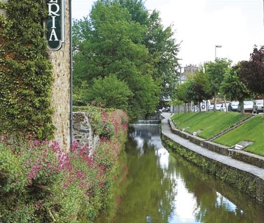 File:Canal-du-gouessan-lamballe.jpg