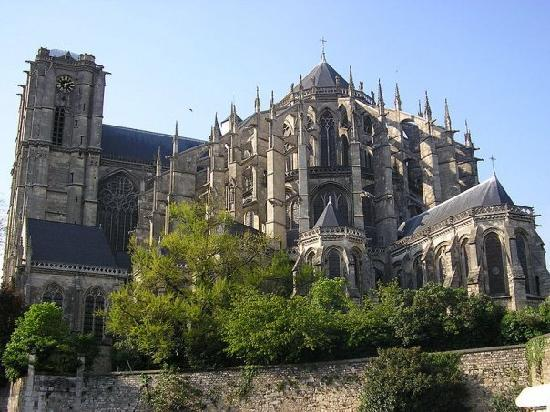 File:La-cathedrale-st-julien.jpg