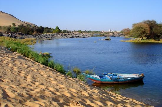 File:Nile-shore-in-aswan.jpg