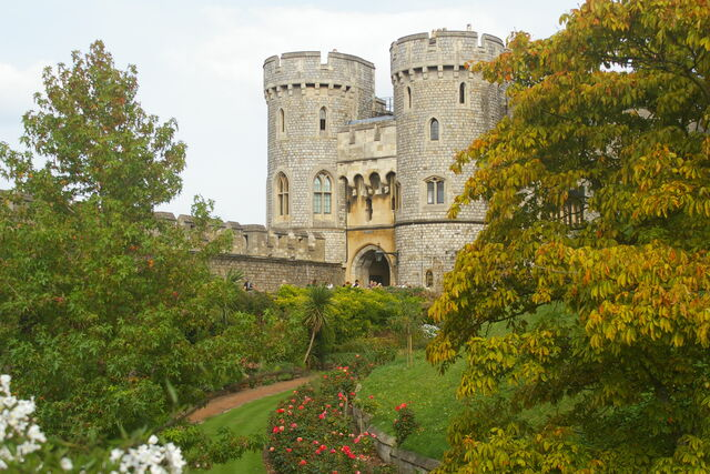 File:WindsorCastle-windsorUK-Sept2007.jpg