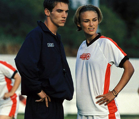 File:Jonathan-Rhys-Meyers-and-Keira-Knightley-bend-it-like-beckham-25732799-468-401.jpg