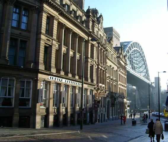 File:Side - Tyne Bridge.jpg