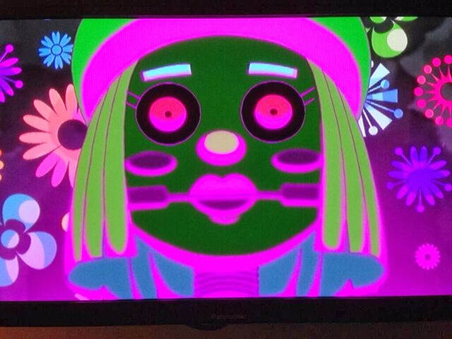 File:S04E24 Wielka lalka Izy.jpg