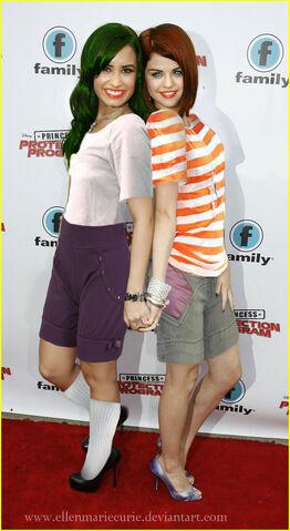 File:Selena Flynn and Demi Fletcher, by EllenMarieCurie.jpg