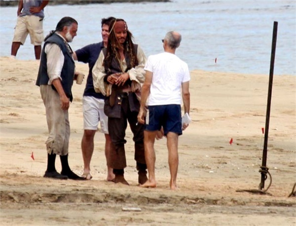 File:Johnny-Depp-Back-as-Jack-Sparrow-For-Pirates-4-set-johnny-depp-13500208-600-459.jpg
