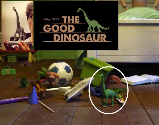 File:MU-TGD-dinosaur-toy.jpg
