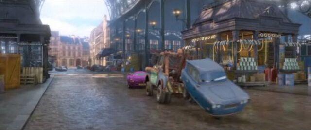 File:Mater hauling tomber.jpg