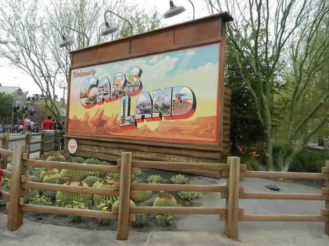 File:Cars-Land-entrance-1-.jpg