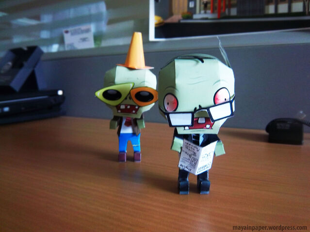 File:Plant vs Zombie Papercraft Newspaper Zombie 2.jpg