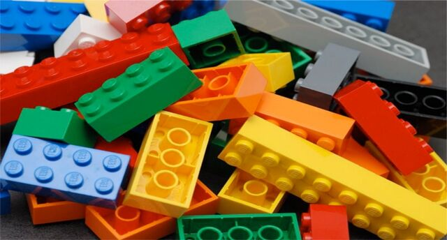 Plik:Slider Legopedia.jpg